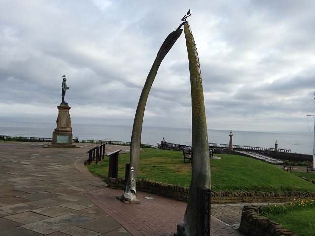 Photo of the Whalebones and Captain Cooks tatue